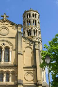Cathédrale Saint-Théodorit et tour Fenestrelle