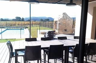 Villa piscine privée, terrain clos Le Baranier, 30 kms Avignon ou Uzès au cœur d'un domaine viticole