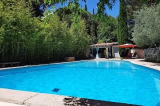Chambres d'hôtes avec piscine et jacuzzi à l'eau de source:  la Bastide des Pins