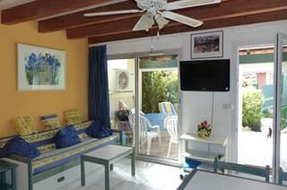 Maison pavillonnaire dans une résidence avec piscine