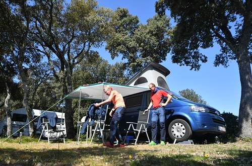 emplacement camping grand confort, premium et luxe ©