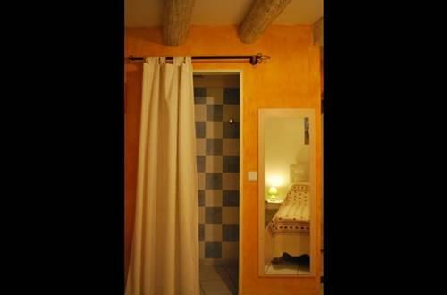 chambre-Saint-Victor-la-Coste1 ©