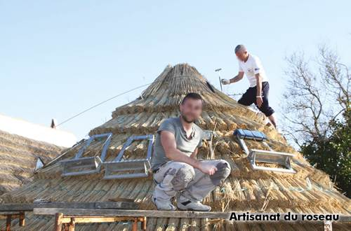 9-Artisanat du roseau, paillassons de protection au vent et toitures en sagne des maisons de gardians-N0 ©