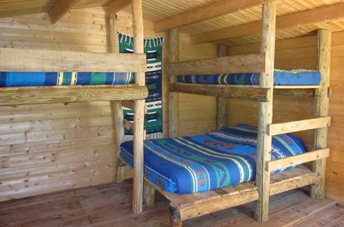 asinerie-badjane-cabane-du-trappeur-interieur-les-lits ©