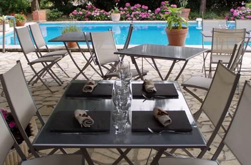 Auberge l'AMANDIN à Beaucaire table ©