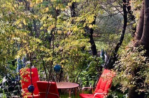 la vieille maison espace jardin a la fontaine pour halte gourmande en été (service  pour une chambre suite au covid-19) ©